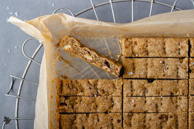 Wiesen-Bärenklau Shortbread mit Haselnüssen