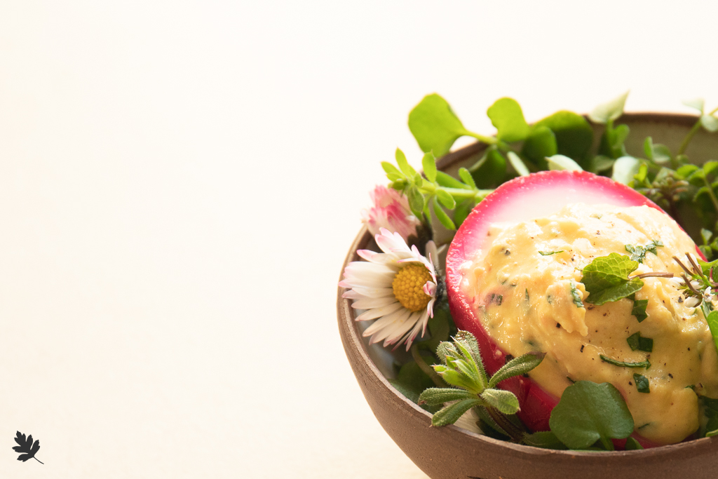 Knoblauchsrauke-gefuellte-Eier
