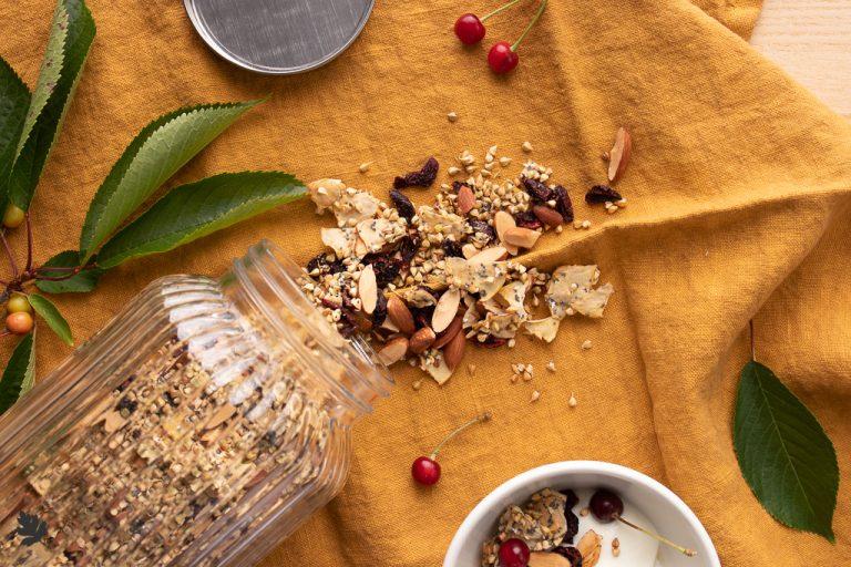 Buchweizen-Granola mit Kirschen