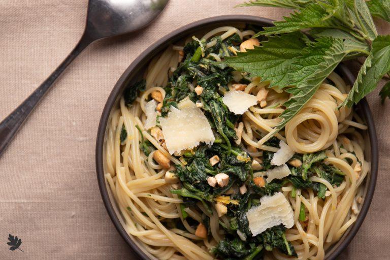 Spaghetti mit Brennnessel und Zitrone